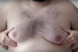 Auto-palpation : des seins d'homme pour déjouer la censure