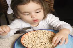 Enfants : les repas devant la télé sont plus caloriques
