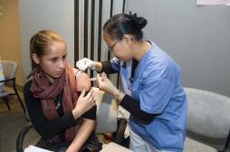 Papillomavirus : le vaccin réduit aussi le risque de cancer de la gorge