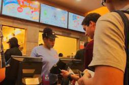 Obésité : fast-food et restaurants apportent autant de calories