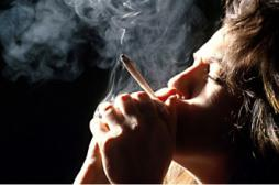 Sexualité : les fumeuses de cannabis prennent plus de risque