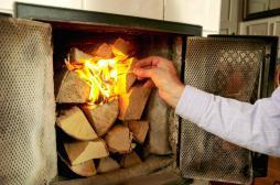 Feux de cheminée interdits : une mesure anti-pollution contestée