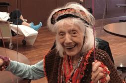 À 102 ans, elle survit deux fois à la Covid-19
