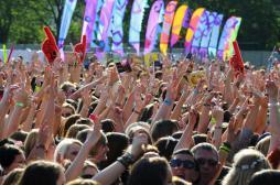 Les bracelets des festivals sont des nids à bactéries