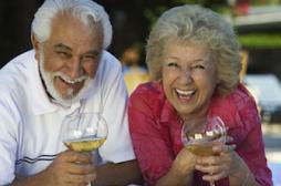 Les seniors anglais consomment plus d'alcool que les jeunes