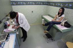 Cancer du col de l'utérus : 2 femmes sur 5 ne font pas de frottis régulièrement