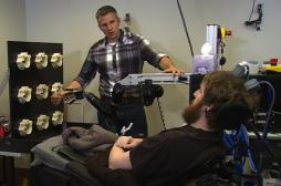 Implant cérébral : un tétraplégique retrouve le sens du toucher