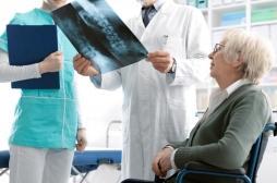 Médicaments, vitamine D ou calcium : comment traiter l'ostéoporose ?