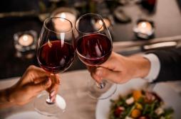 Alcool : consommé avec modération, il aide à lutter contre le stress
