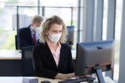 Masques: 38% des Français indiquent ne pas vouloir en porter en entreprise