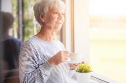 Alzheimer: une transfusion de plasma de jeunes adultes diminuerait les symptômes