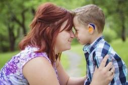 Handicap : comment apprend-t-on à communiquer avec son enfant sourd ?