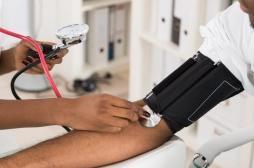 Faire contrôler sa pression artérielle chez le coiffeur, c'est désormais possible