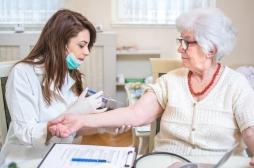 Agnès Buzyn signe une charte pour inviter les professionnels de santé à se vacciner