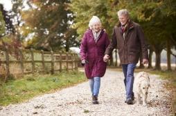 Marcher lentement à 45 ans, un signe de vieillissement accéléré ?