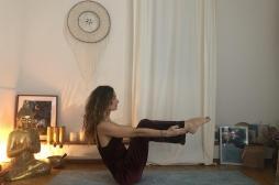 5 postures de yoga pour bien vivre la ménopause
