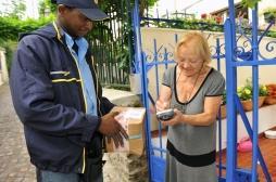 La Poste : les facteurs au chevet des personnes âgées