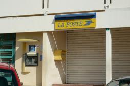 AVC : une postière porte plainte contre son employeur