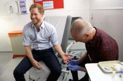Dépistage : le prince Harry fait un test VIH sur Facebook