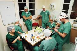 Temps de travail : les praticiens hospitaliers veulent les mêmes avantages que les urgentistes