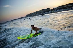 Scruter la flore intestinale des surfeurs pour comprendre la résistance aux antibiotiques