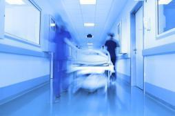 Hôpital : les blouses vont cacher les fesses des patients