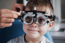 Des lentilles pour bloquer la myopie chez les enfants