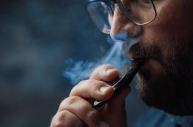 Cigarette électronique: une molécule chauffée serait responsable des décès aux États-Unis