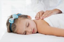 Cancers pédiatriques : des massages pour soulager les enfants (et les parents)