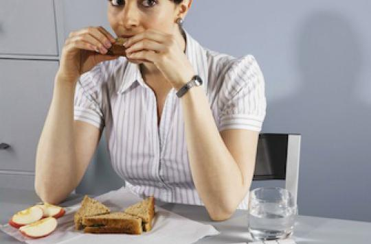 Déjeuner au bureau trop souvent ferait grossir