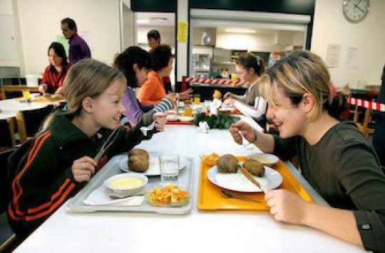 Manger 5 fois par jour limite le risque d'obésité chez les ados