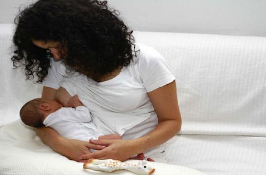 L'allaitement prolongé retarderait le cancer du sein de 10 ans
