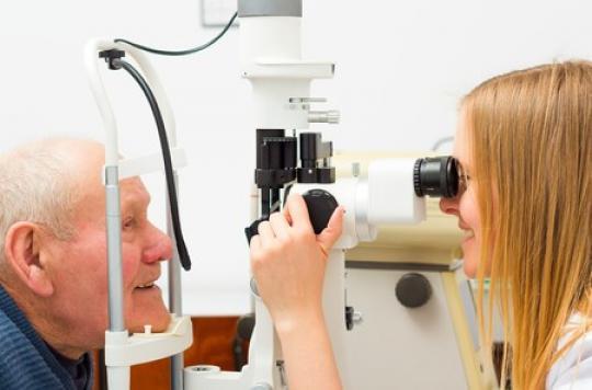 Glaucome : un implant « révolutionnaire » pour traiter sans chirurgie