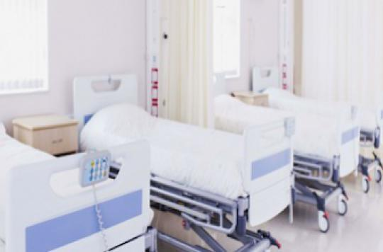 Hôpital : le patient débourse deux fois plus qu'en clinique
