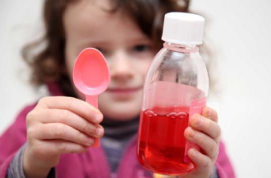 Toux de l'enfant : les placebos font aussi bien que les sirops