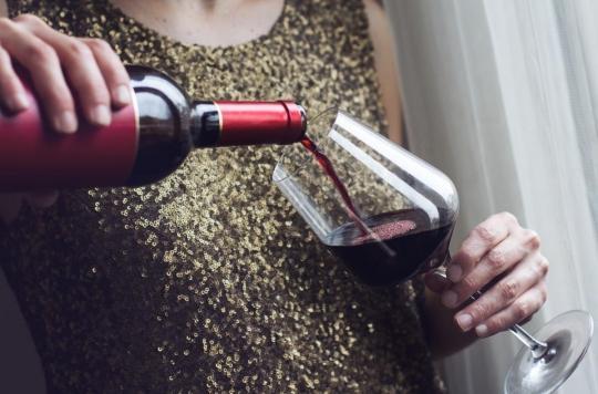 Boire une bouteille de vin par semaine revient à fumer 10 cigarettes