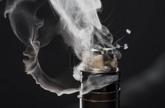 La cigarette électronique responsable de maladies du poumon avec certains e-liquides vendus sur internet
