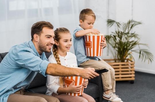 Les écrans contribuent aux mauvaises habitudes alimentaires des enfants