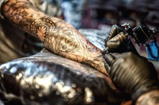 Tatouage: l'Académie de médecine veut des encres plus sûres