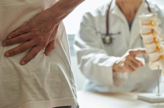 Le cercle vicieux du mal de dos : risque accru de mortalité pour les femmes