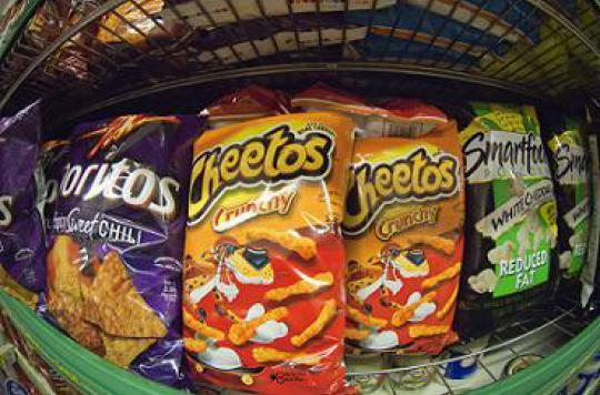 Alerte aux chips épicées : des dégâts sur l'estomac des enfants