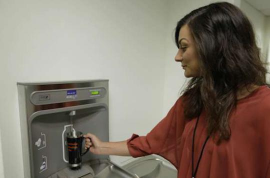 Surpoids : les fontaines à eau dans les écoles réduisent le risque
