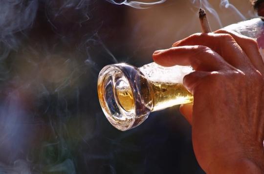 Ostéoporose : fumer et de boire de l'alcool peut augmenter le risque