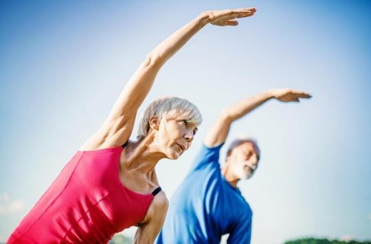 Ostéoporose: certaines postures de yoga sont déconseillées