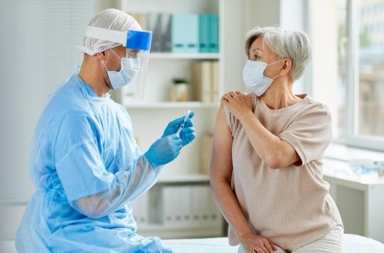 Les Français de plus en plus convaincus par le vaccin mais sévères sur l'organisation de la campagne