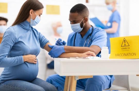 Vaccin contre la Covid-19 : les femmes enceintes désormais prioritaires dès 4 mois de grossesse