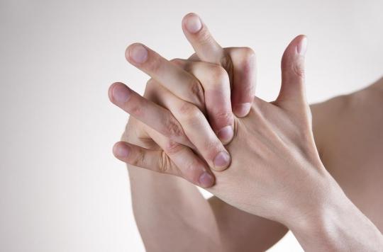 Le mystère des craquements de doigts résolue : y a-t-il vraiment un risque d'arthrite prématurée ?