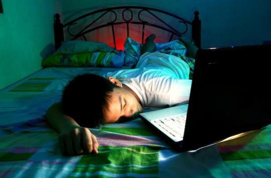 Le sommeil des jeunes est perturbé par leurs écrans et un manque de régularité
