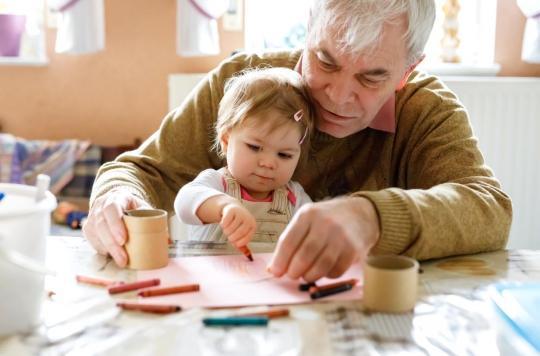 Paternité : les pères plus âgés font courir des risques à leur partenaire et à leur enfant