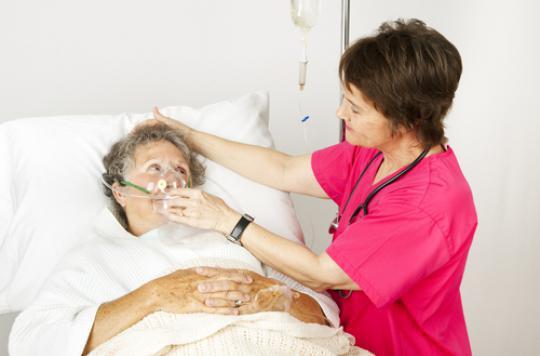 Grippe : un vaccin plus dosé protègerait mieux les seniors